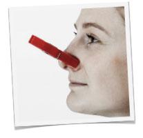 en fugtig kælder lugter - klemme for næsen
